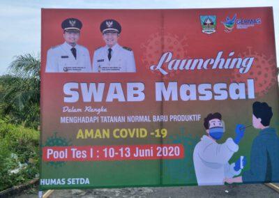 Launcing Swab Masal dalam rangka menghadapi tatanan Normal Baru Produktif Aman COVID 19 di Gelanggan Olah Raga Kabupaten Dharmasraya