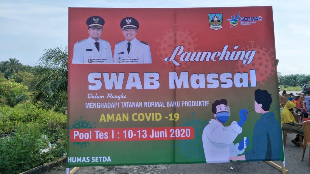 Launcing Swab Massal dalam rangka menghadapi tatanan Normal Baru Produktif AMAN COVID 19 di Sport Center Kabupaten Dharmasraya