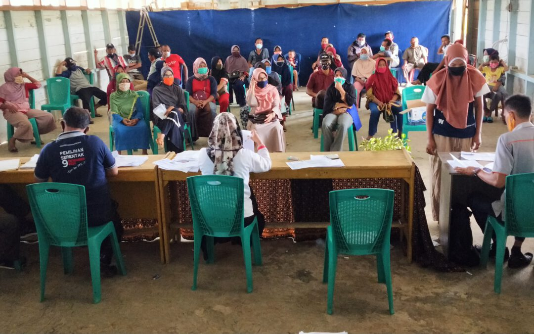 Penyerahan Bantuan Sosial Tunai (BST) dari Dinas Sosial Pusat bulan ke Delapan di Balai Nagari Sungai Duo